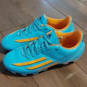 Adidas soccer shoes unisex youth Kids size 2 Y